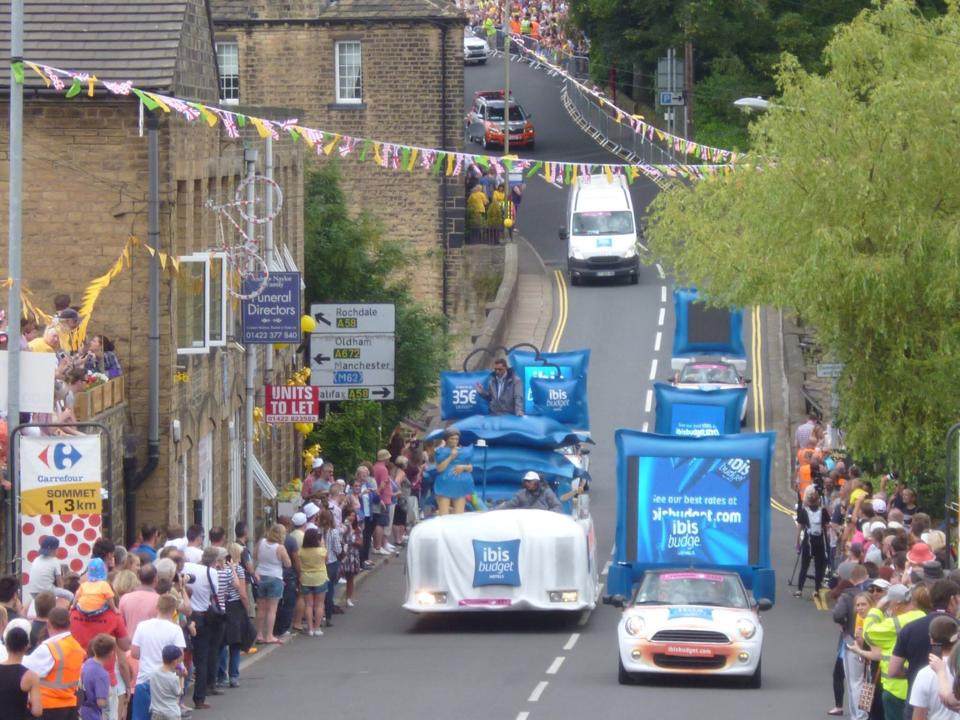 Floats coming upto Ripponden Bank